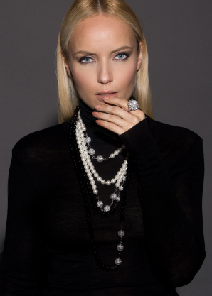 Colier elegant cu detalii tip perle