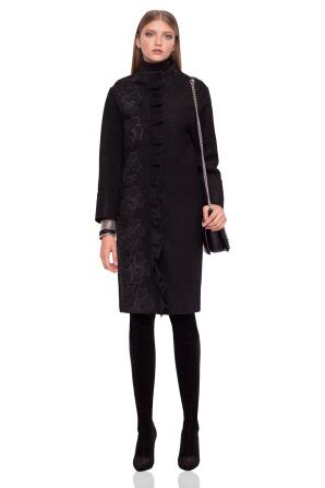 Elegant coat with ruffle details