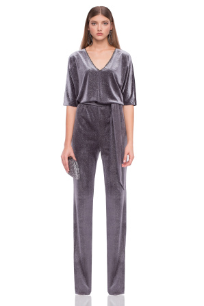 Elegant jumpsuit with 3/4 sleeves and V neckline