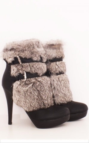 Black boots with fur detail