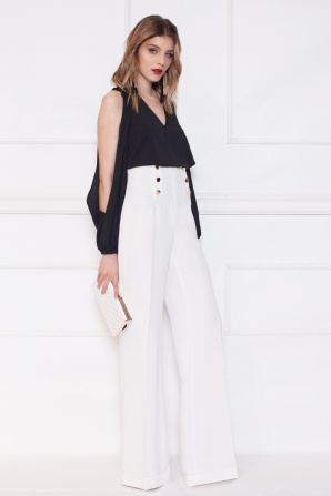 Top with sleeves detail