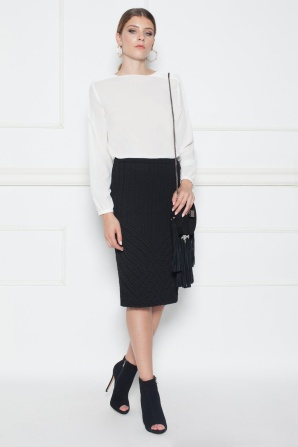 Bodycon skirt with textured fabric
